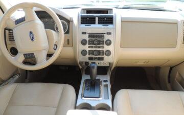 Забронировать Ford Escape 2010