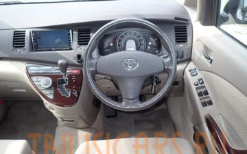 Забронировать Toyota Isis 2007