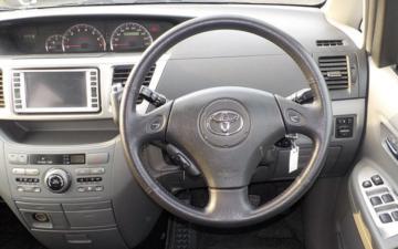 Забронировать Toyota Voxy 2005